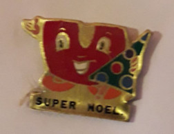 CC379 Pin's Magasin Super U Père Noel Sapin Achat Immédiat - Natale