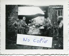 Ardennes. BOURG-FIDELE. Soldats Allemands Et AMR Capturée - 1939-45