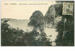 VIET-NAM.n°32190.TONKIN.BAIE D'ALONG.DEVANT LA GROTTE DES MERVEILLES - Vietnam