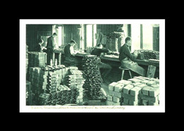 Deutsches Reich / Germany: Ansichtskarte [AK] 'Untersachsenberg – Musikinstrumentenbau [08248 – O-9650]', Neu - Klingenthal