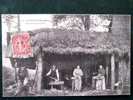 35 ,forêt De Fougères ,sabotiers Au Travail En 1907   ...scan Recto  Verso - Fougeres
