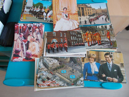 ENGLAND ANGLETERRE  LOT CPSM  GUARDS CASTLE FAMILLE  ROYALE  Environs 170/180  ECRITES Ou ECRITES ET TIMBREES ( 750 Gr ) - 100 - 499 Postcards
