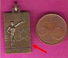 Médaille Sportive Signée A.Augis Athlète à La Couronne De Laurier - Athletics