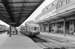 """Auxerre-Saint-Gervais. Autorail """"Picasso"""" Série X 3800. Cliché Jacques Bazin. 07-05-1980 - Trains"""