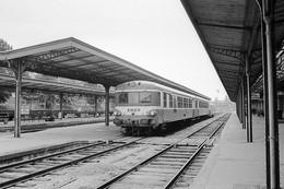 """Auxerre-Saint-Gervais. Autorail """"Caravelle"""" Série X 4300. Cliché Jacques Bazin. 07-05-1980 - Trains"""