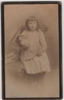 CDV Photo Originale XIXème Petite Fille Poupée Doll Par KOENIG ROTHAU Cdv3010 - Alte (vor 1900)