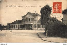 D60  CREPY- EN- VALOIS  La Gare ( Extérieur )  ..... - Crepy En Valois
