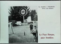 ► (1959)  DAUCHANRIA Aduana Douane - Enfants Basques De La Frontière   - Coupure De Presse Originale (Encadré Photo) - Historical Documents