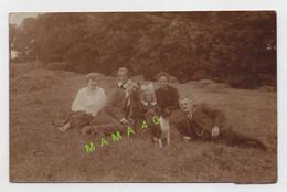 CARTE PHOTO - ALLEMAGNE - HALLE - FAMILLE ALLEMANDE  DANS UNE PRAIRIE EN 1925 - Halle (Saale)