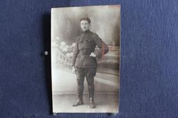 PH 354 - Photographe J. Blanvalet  - Fléron - Un Militaire En Uniforme Dans Un Parc Avec Des Fleurs - A Définir - Personaggi