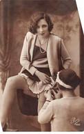 Fantaisie - N°71683 - Une Soubrette Aidant Une Femme à Mettre Ses Bas - Women