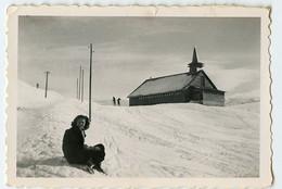 Snapshot Portrait Femme Woman Id L'alpe D'huez 38 Isère HUEZ 1947 RARE Chalet Eglise Montagne - Places