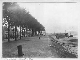 80 - LE HOURDEL - Photo Originale 1921 - Café - Hôtel Du Parc Aux Huitres - Le Bord Du Quai à Marée Base Bateau - Places