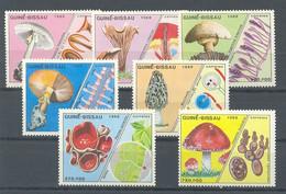 GUINEA BISSAU 1988 - SETAS - MUSHROOMS - PILZE - CHAMPIGNONS - YVERT Nº 475/481** - Guinea-Bissau