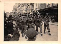 50 - CHERBOURG - Photo Originale Défilé De La Victoire à Cherbourg 8 Mai 1945 - Places
