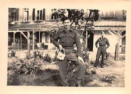 50 - CHERBOURG - 2 Photos Originales Militaires Cantonnement Au Couvent De La Bucaille Le 14/4/1945 - Places