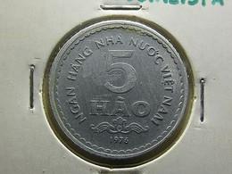 Vietnam 5 Hao 1976 Varnished - Vietnam