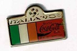 C274 Pin's Foot Football Coupe Monde Italie ITALIA Coca Cola Coke Drapeau IRLANDE Achat Immédiat - Calcio