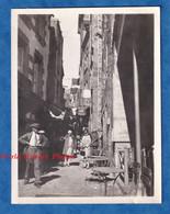 Photo Ancienne Snapshot - LE MONT SAINT MICHEL - Portrait De Femme Dans Une Rue - Au Cheval Blanc Hotel Duval - 1928 - Places