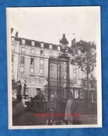 Photo Ancienne Snapshot - BAGNOLES De L' ORNE - Portrait Femme & Sa Fille Devant Le Grand Hotel - 1928 Lampadaire Grille - Places