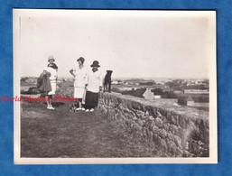 Photo Ancienne Snapshot - ILE De BREHAT Prés PAIMPOL - Portrait De Femme & Chien - 1928 - Chapeau Robe Mode Bretagne - Places