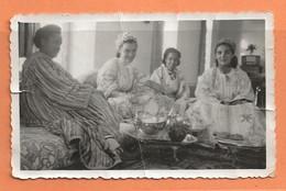 PHOTO ORIGINALE MAROC MAI 1951 - UN THÉ CHEZ LE PACHA DE MOGADOR - MOROCCO - VOIR TEXTE AU DOS - Places