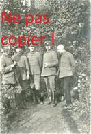 PHOTO ALLEMANDE DU FAR 112 - OFFICIERS DANS LE JARDIN DU KASINO DE TEMPLEUX LE GUERARD PRES DE ROISEL - SOMME 1914 1918 - 1914-18