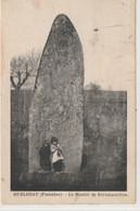 DEPT 29 : édit. N L Morlaix : Huelgoat Le Menhir De Kerampeulven ( Enfants ) - Huelgoat