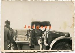 Photo Young Military Man In Truck Polish Army - Guerra, Militari