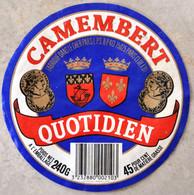 Etiquette De Camembert Quotidien Fabriqué Dans Le Cher - Quesos