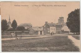 56 - Ploërmel - La Place De L'Hotel De Ville Coté Nord Ouest - Animation - Ploërmel