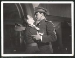 Fotografie Filmszene Schauspielerin Maria Andergast Als Manja Valewska Flirtet Mit Offizier - Personalità