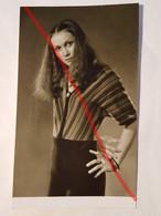 Photo Vintage. Original. Mode. Une Fille Avec Une Belle Coiffure Et Des Vêtements à La Mode. URSS. - Objetos