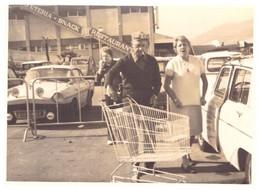 VAR   LA VALETTE   CENTRE BARNEOUD   AUTOMOBILES SUR LE PARKING    ANNEE 70 - Luoghi