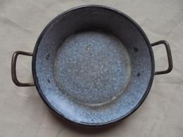 Ancien - Mini Plat à Oeuf En Tôle émaillée Marron - Casseroles