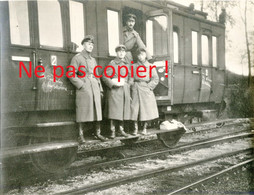PHOTO ALLEMANDE FAR 112 - OFFICIERS EN GARE DE MONTMEDY PRES DE MARVILLE MEUSE - GUERRE 1914 1918 - 1914-18