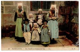 CPA 29 - PLOUGASTEL (Finistère) - 18. Une Famille En Costume Du Pays - LL - G.B. - Plougastel-Daoulas