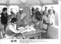 Photo UNHCR / H. Gloaguen 1984 Pakistan Réfugiés Afghans Ghazi Distribution - Ohne Zuordnung