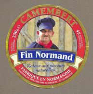 ETIQUETTE De FROMAGE.. CAMEMBERT Fabriqué En NORMANDIE.. Fin Normand.. Laiterie De St HILAIRE De BRIOUZE ( Orne 61) - Formaggio
