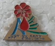 Pin's - LA POSTE -  DON DU SANG - PTT D'AQUITAINE - - Mail Services