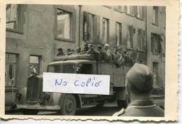 Ardennes. GIVET.  Transport De Prisonniers Coloniaux - 1939-45