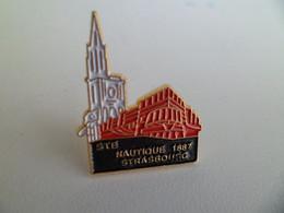 Pin's Pins Bateau Societe Nautique 1887 De STRASBOURG Bas Rhin - Cathedrale - Sport Aviron - Boats