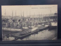 436  MILITARIA . CHERBOURG . TORPILLEURS DANS L ARSENAL . 1915 - Matériel