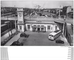 Photo Cpsm Cpm 91 JUVISY-SUR-ORGE. La Gare Autocar Et Voitures Anciens - Juvisy-sur-Orge