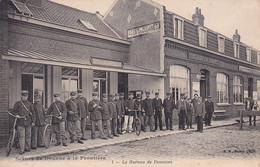 Scènes De Douane à La Frontière -- Le Bureau Des Douanes -- Plusieurs Douaniers -- Facteur En Douanes  --- 3242 - Aduana