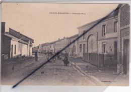 Challerange (08) Grande Rue (nombreuses Personnes) - Other Municipalities