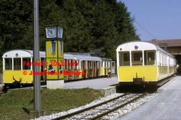 ReproductionPhotographie De Deux Trains à Crémaillère En Gare à Wendelsteinbahn En Bavière Allemagne 1969 - Reproducciones