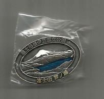 Mont FUJI / JAPON & Lake Kawaguchi. Superbe Pin, Dans Son Emballage Original. - Andere