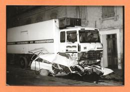 PHOTO ORIGINALE - CAMION RENAULT FRIGORIFIQUE CONTRE PEUGEOT 404 BREAK - CRASK CAR TRUCK - Auto's