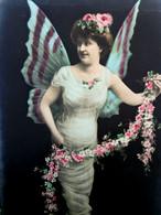 Cpa  ART NOUVEAU FEMME PAPILLON , CHRYSALIDE , Surrealiste 1907, WOMAN Dressed As BUTTERFLY OLD PHOTO PC EAS - Women